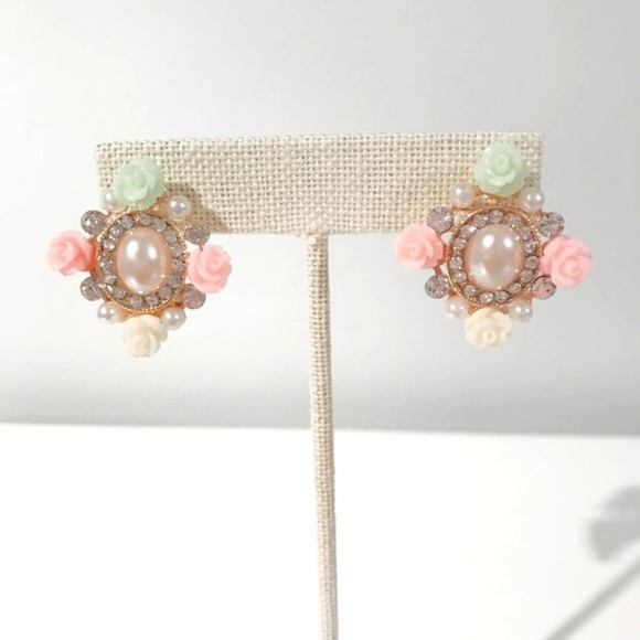 Jewelry - Flowers and Pearls Earrings